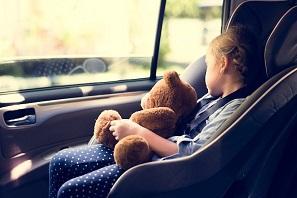 car-seat-aetoiparking-afaleia-paidion-pediko kathisma-ariportparking